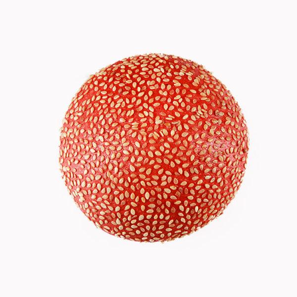 Булочка красная с кунжутом