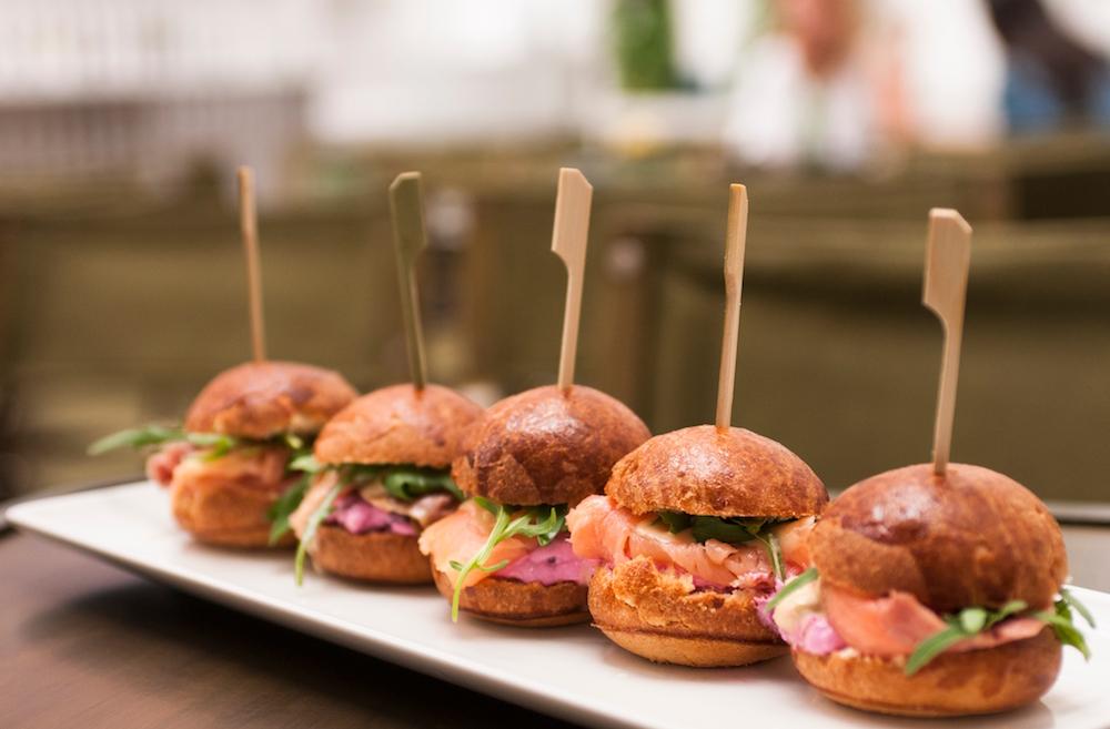 Большие булочки или мини-булочки для бургеров